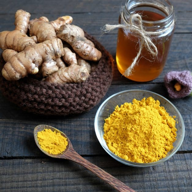 You can mix turmeric with honey and make a face mask | Acne Treatment Using Turmeric | Alternative Remedies