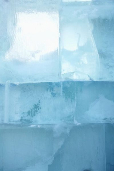 applying ice can help with shoulder pain